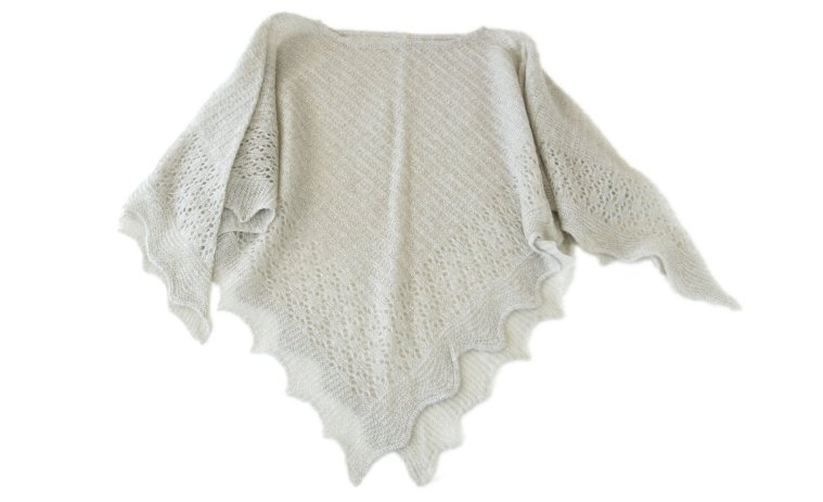 ウール混ラメ入り透かし編みポンチョ