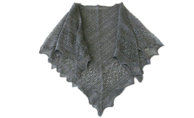 ラメ入り透かし編みポンチョ
